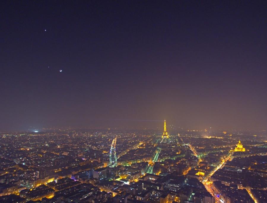 Kota Paris Malam Hari