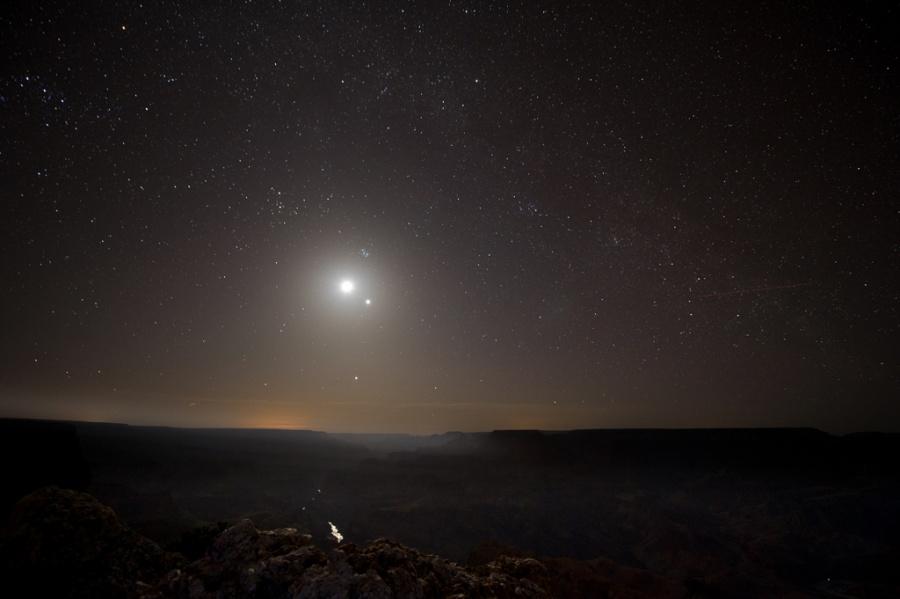 Grand Canyon dalam Cahaya Bulan