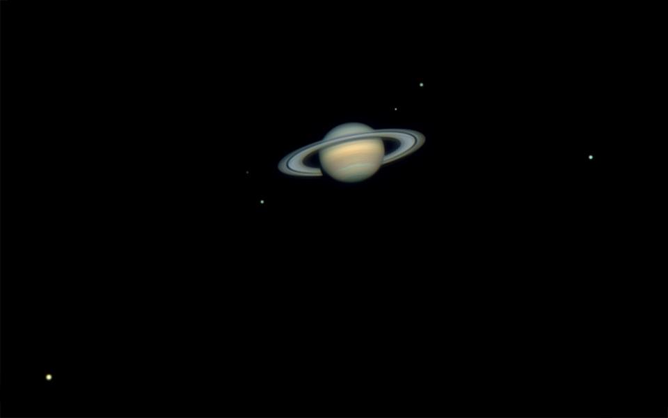 Enam Bulan Saturnus
