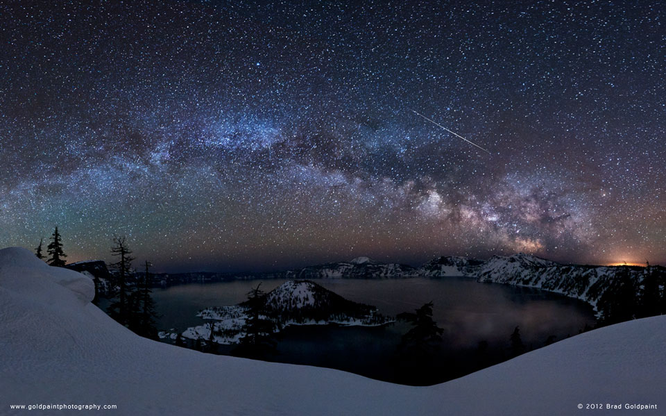 Meteor Lyrids Di Atas Danau Kawah