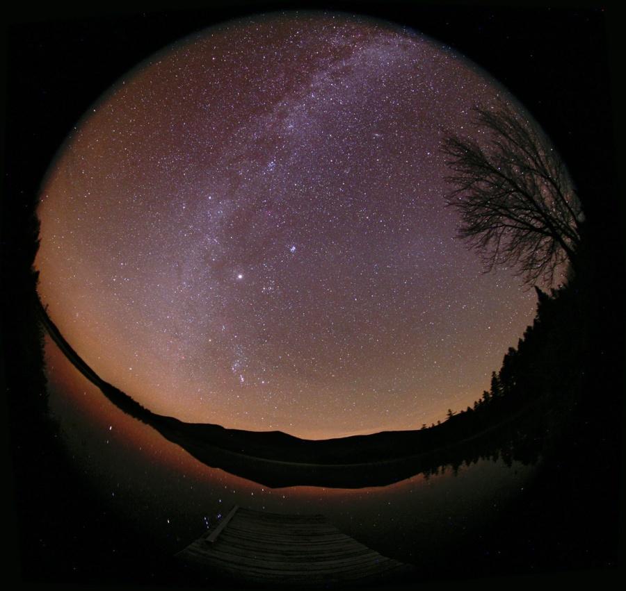 Cahaya Zodiak dan Bima Sakti