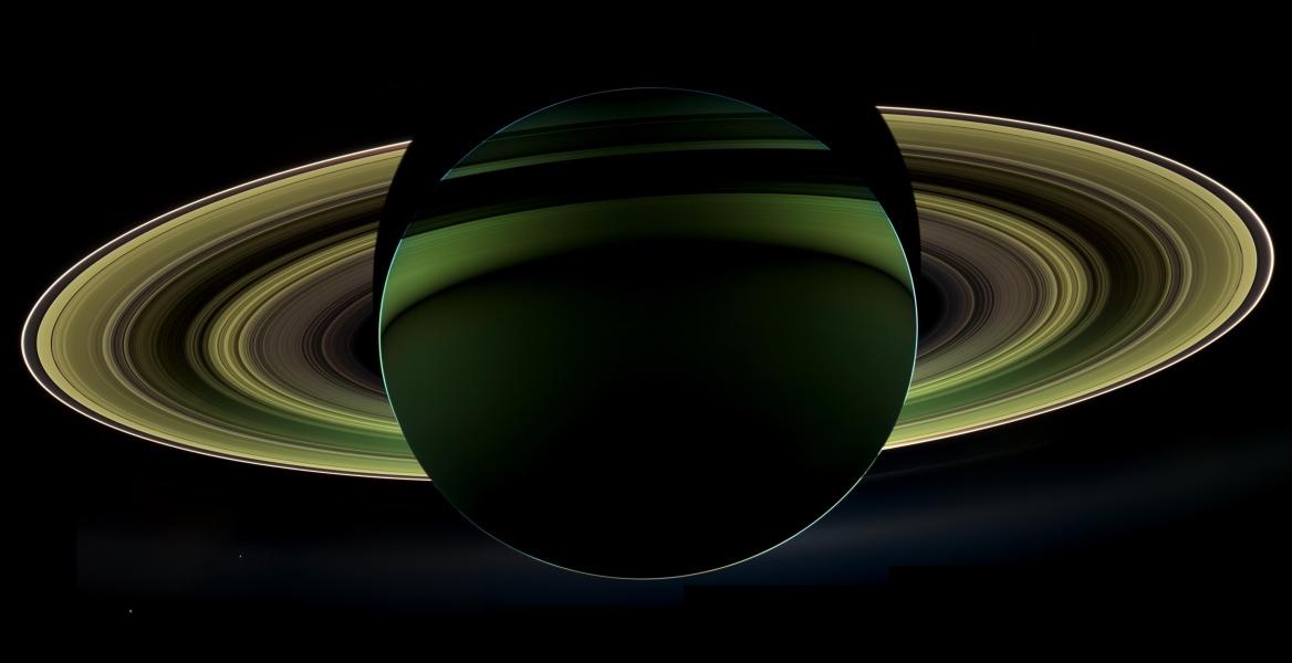 Saturnus Pada Malam Hari