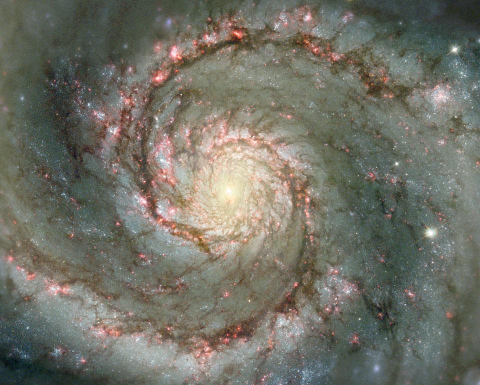 M51: The Whirlpool Galaxy dalam Debu dan Bintang