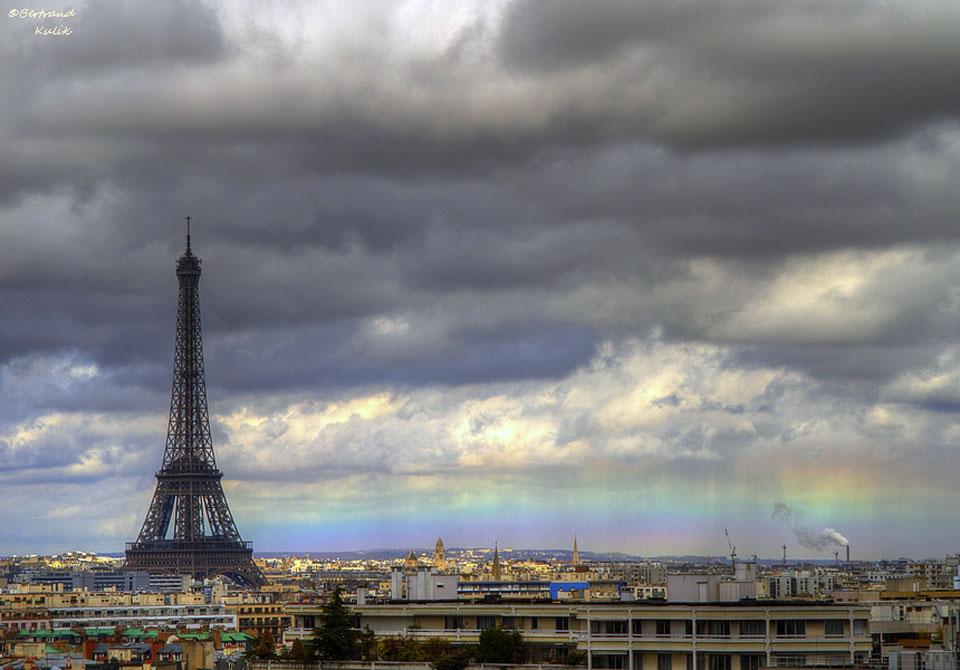 Sebuah Rainbow Horizon di Paris