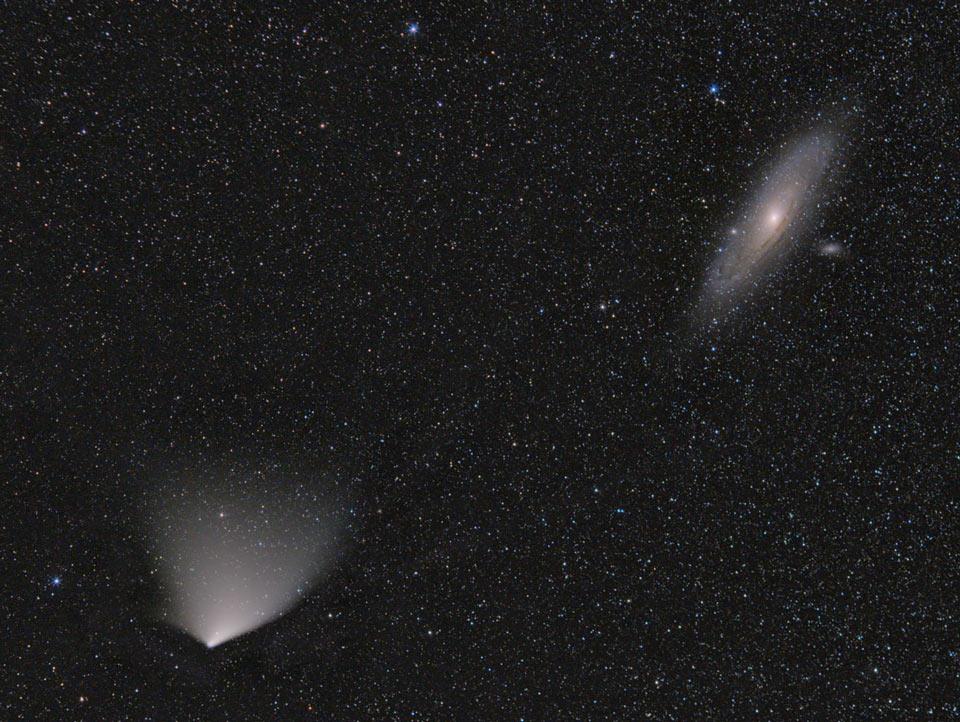 Komet PANSTARRS dan Galaksi Andromeda