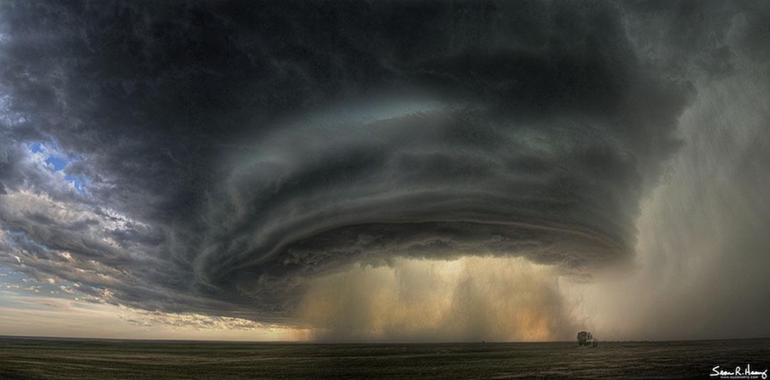 Sebuah Supercell Thunderstorm Cloud Selama Montana