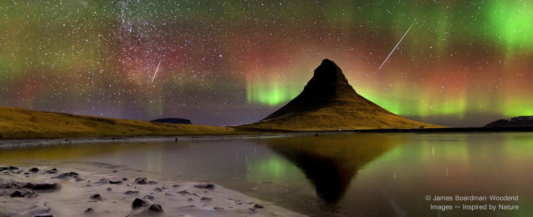 Meteor dan aurora atas Islandia