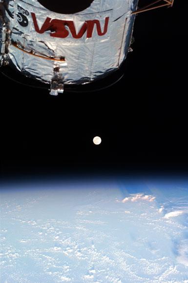 Tierra, Luna, Hubble