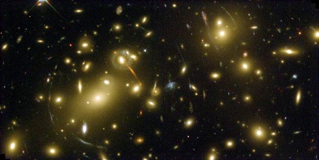 Abell 2218: un lente de un cúmulo galáctico