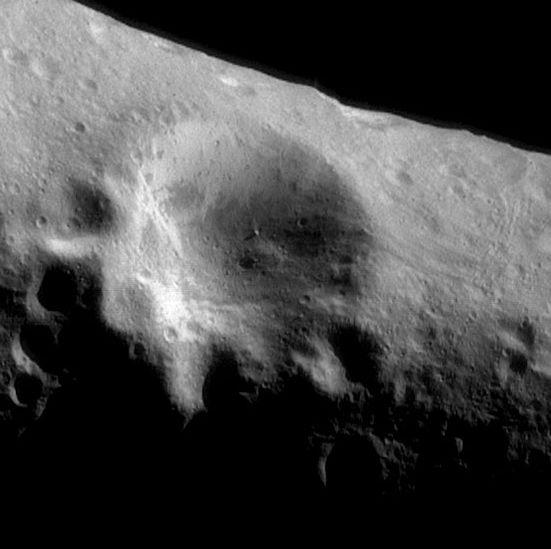 Más cerca del asteroide Eros