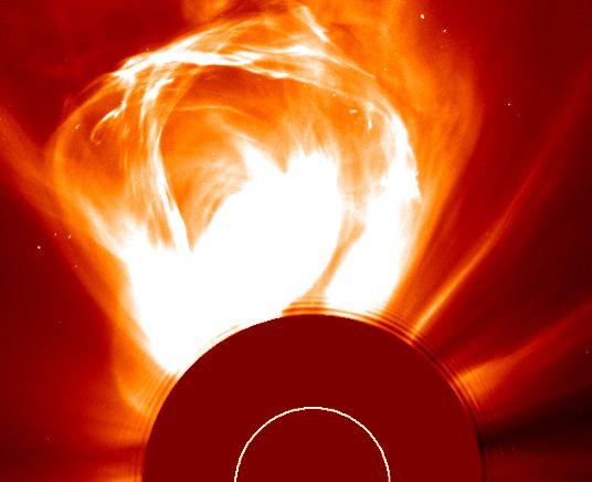 Tormenta Solar: Una Eyección de Masa Coronal
