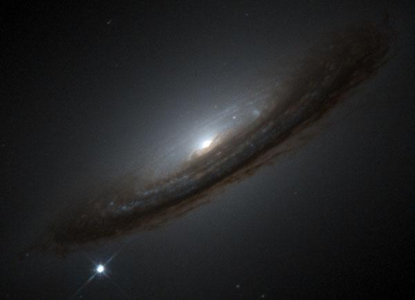 La supernova 1994D y el Universo inesperado
