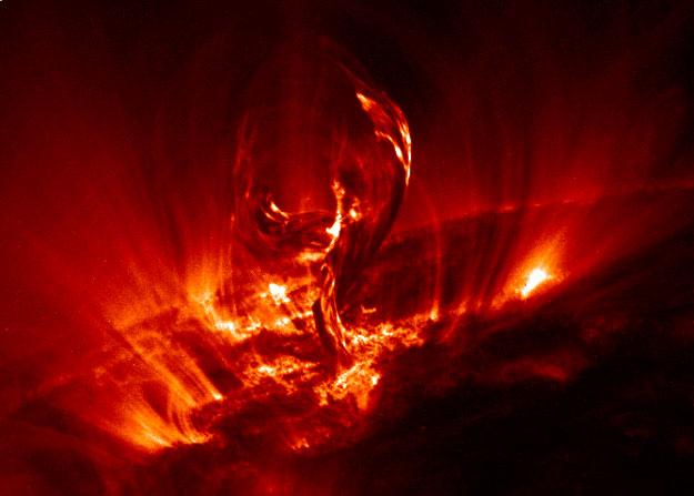 Desprendiéndose una Protuberancia Solar