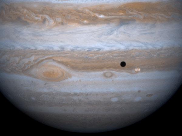 Júpiter, Io y su sombra