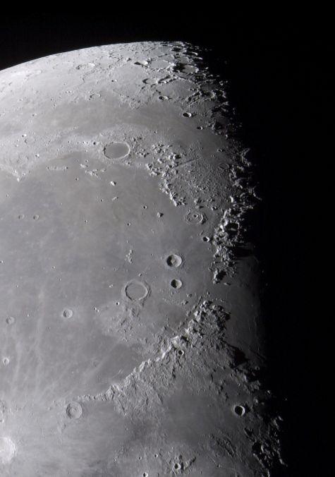 Moře a hory na Měsíci