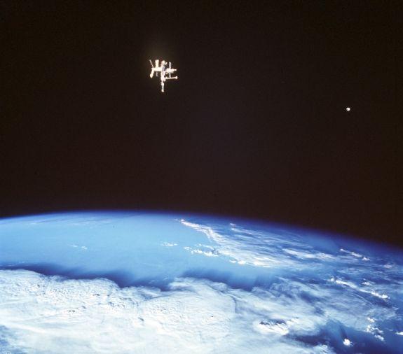 Las Lunas de la Tierra