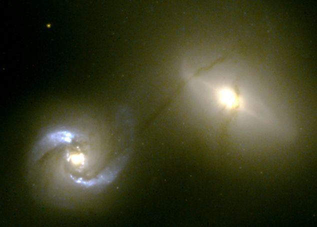 NGC 1410/1409: conducto intergaláctico