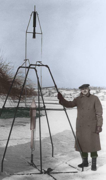 Goddard with rocket