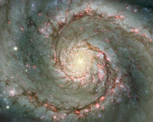 M51: La Galaxia del Remolino en Polvo y Estrellas