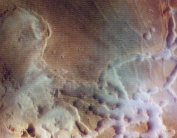 Coloridas Nubes de Agua Sobre Marte