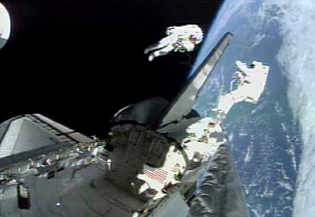 Los estadounidenses ganan a los rusos en el primer partido de Quidditch espacial