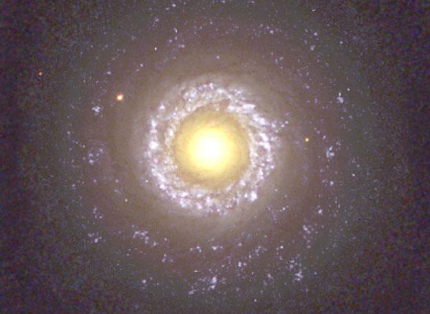 La galaxia en espiral NGC 7742