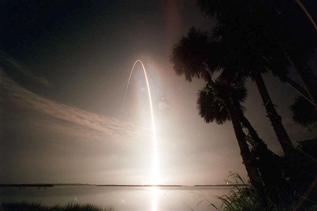 Atlantis hacia la órbita