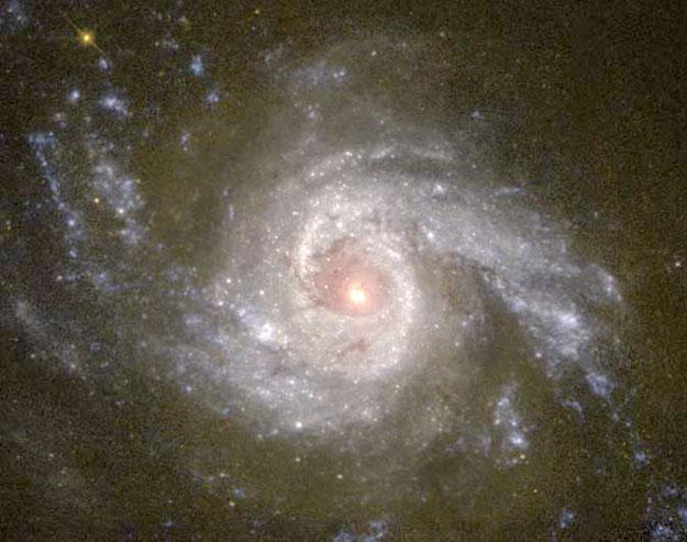 La Galaxia Espiral NGC 3310 a través del visible.