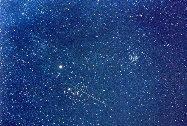 Sol negro y campo de estrellas invertido | Imagen