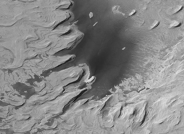 Rocas antiguas en capas sobre Marte