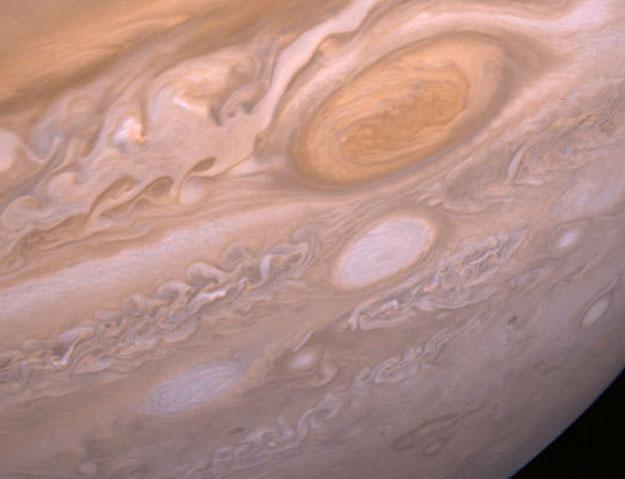 Batalla de las Tormentas Gigantes en Júpiter