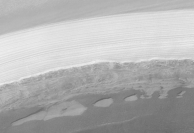 Agua helada en el polo marciano