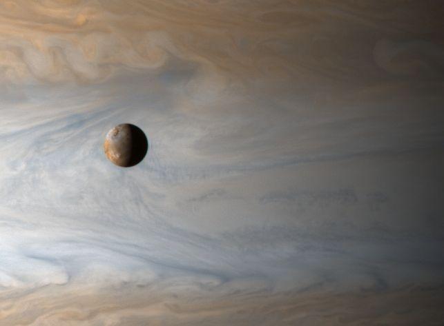 Io: luna sobre Júpiter
