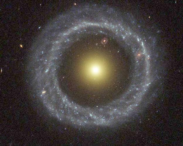 Objecto de Hoag: Una Extraña Galaxia en Anillo