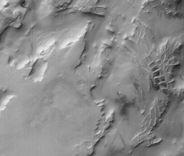 Crestas rectangulares en Marte