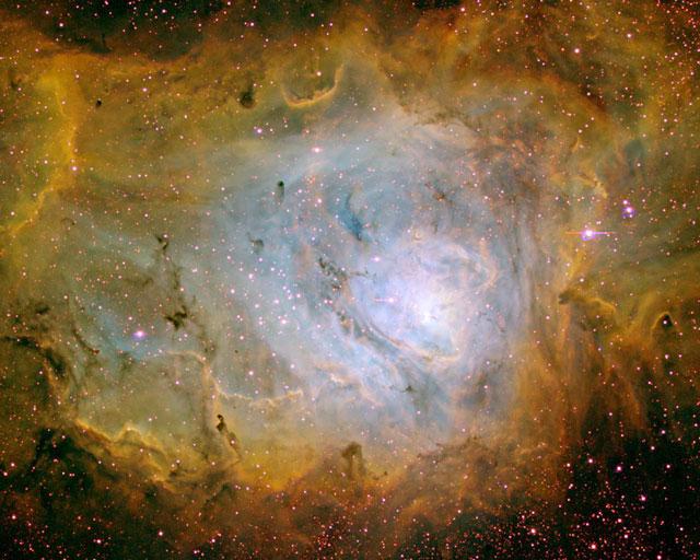 La Nebulosa de la Laguna en tres colores