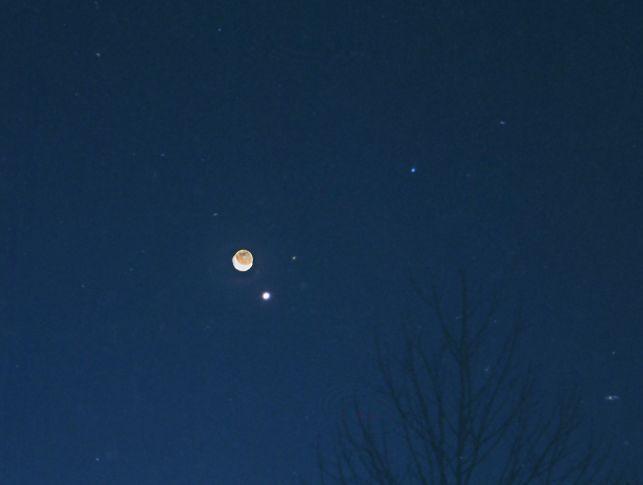 La luna, Marte, Venus y Spica