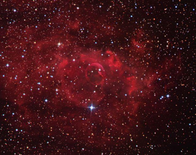 Estrellas y la Nebulosa Burbuja