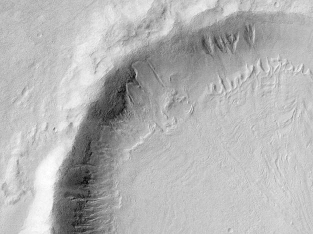 Derritiendo nieve en los barrancos marcianos