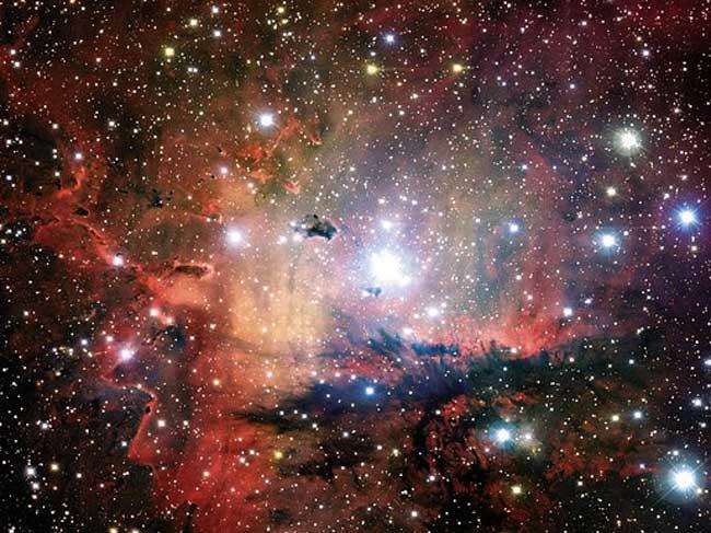 NGC 281: Grupos estelares, Nubes y Glóbulos
