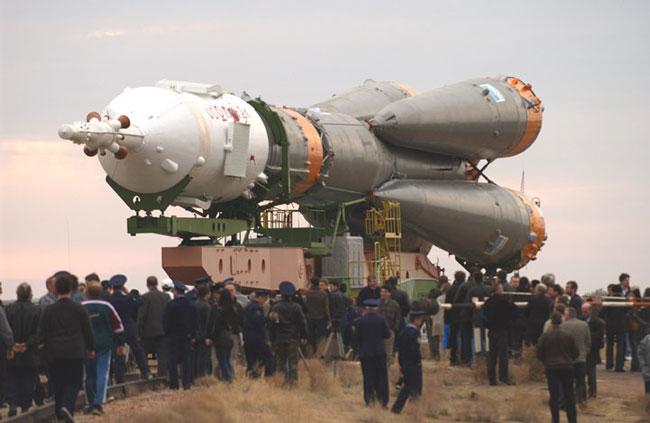 Lanzamiento de la nave Soyuz TMA-2 por un cohete R7