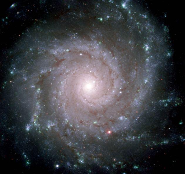 M74: Dokonalá spirální galaxie