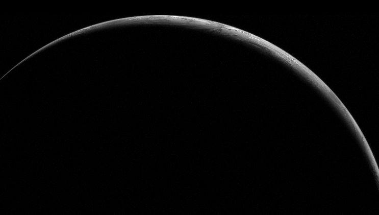 Srpek Země o půlnoci