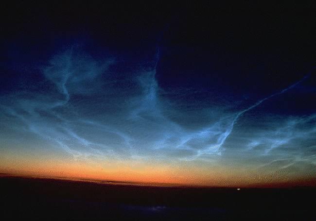 Nubes en la oscuridad