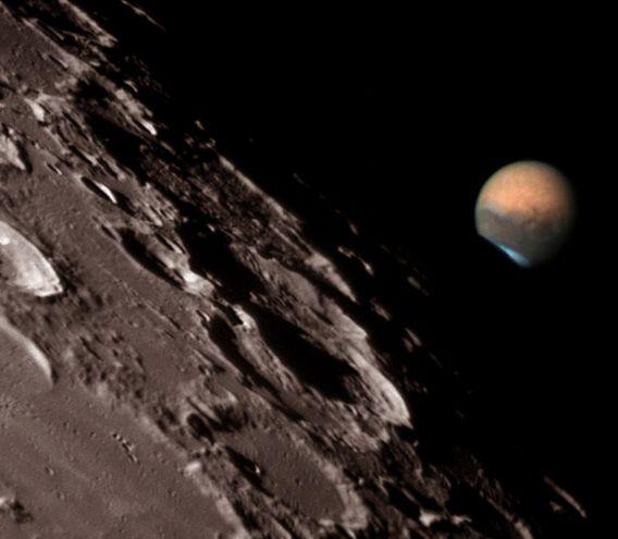 Marte en el borde de la luna
