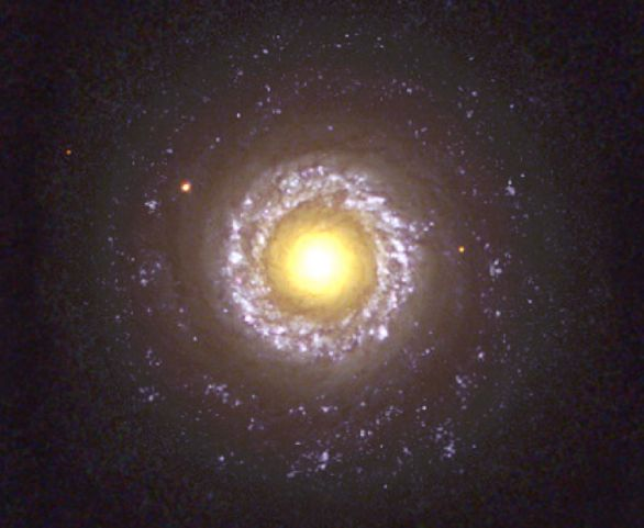ペガスス座の銀河系外星雲NGC7742