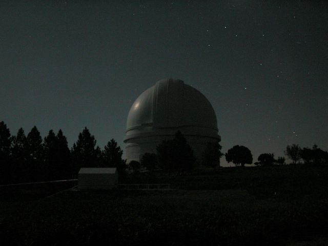 El Monte Palomar de Noche