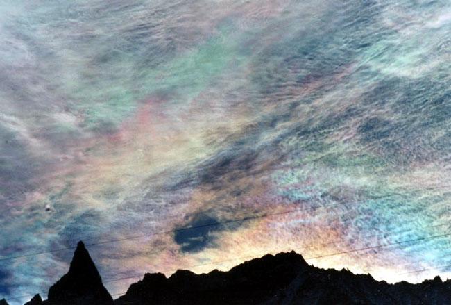 Nubes iridiscentes sobre Aiguille de la Tsa