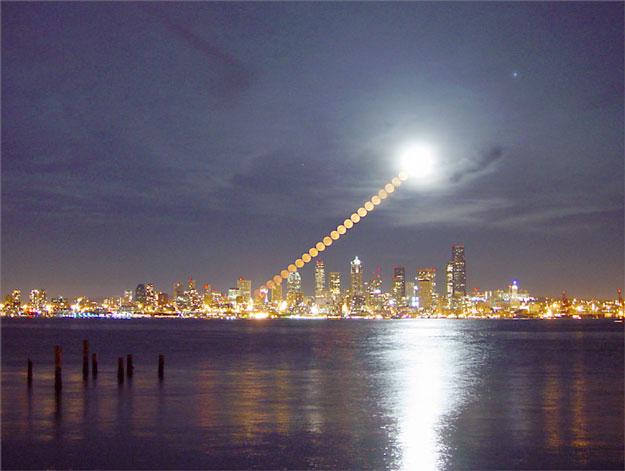 Salida de la Luna sobre Seattle