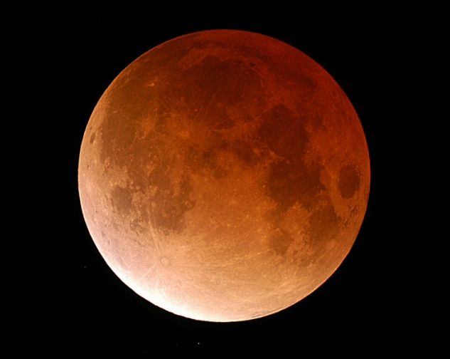 В... Когда же ступит человеческая нога на лунную поверхность?
